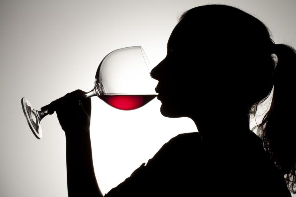 Если пьет жена, что советуют наркологи